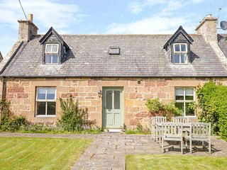 GLENMUIR COTTAGE, off-road parking, Dornoch