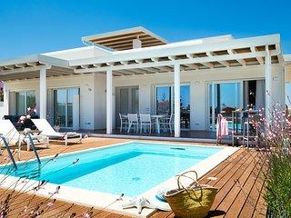 Reitani Villa Sleeps 8 with Pool Air Con and WiFi - 5782824