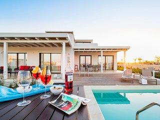 Reitani Villa Sleeps 6 with Pool Air Con and WiFi - 5780800