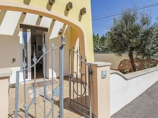 2 bedroom Villa with Air Con and Walk to Beach & Shops - 5793563