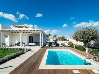 Reitani Villa Sleeps 6 with Pool Air Con and WiFi - 5689819