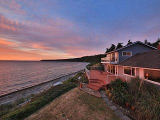 Westside Waterfront Paradise w/ private beach. 3 bed, 2 bath. (245)