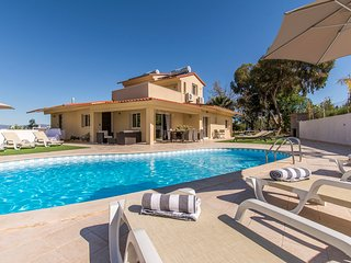 5 bedroom Villa with Pool, Air Con and WiFi - 5793541