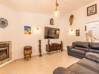 Estombar Villa Sleeps 12 with Pool and Air Con - 5793541