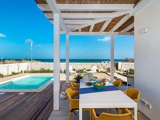 Reitani Villa Sleeps 6 with Pool Air Con and WiFi