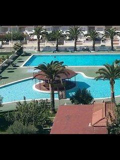 Parte del complejo de piscinas .
