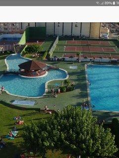 Parte del complejo de piscinas