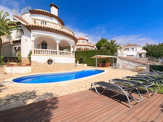 Mediterranean villa with private pool and jacuzzi near the beach