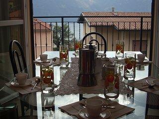 cucina con vista e terrazzo