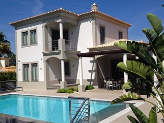 Vilamoura, Vila Sol - Contemporary villa with solar heated infinity pool