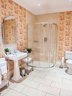 Large bathroom lashings of hot water.