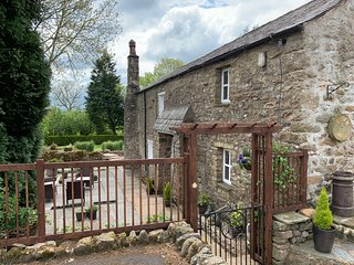 Yorkshire dales charming character cottage, parking, garden, WiFi -sleeps 2 .
