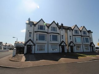 Fabulous 4 Bed/2 Br House with Sea Views