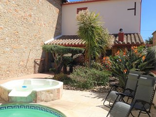 3 bedroom Villa with Pool, Air Con, WiFi and Walk to Shops - 5793718