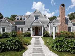 Pristine Marstons Mills Family Estate Sleeps 11, Pool; 160-MM