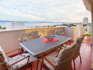 Penthouse Sol (ST) - Penthouse Three Bedroom Apartment with Balcony and Sea View