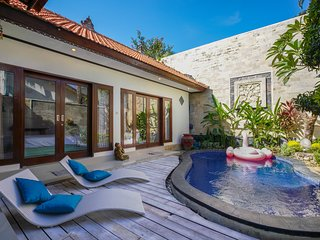 Private villa Seminyak, breakfast included