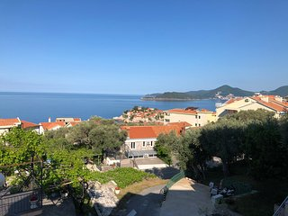 Superior 1 bed apartment within walking distance of Sveti Stefan beaches