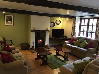 Brook House 1, Village Life, Country Living!,woodburner, stream ducks, local Inn