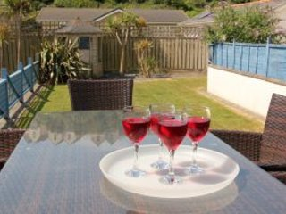 Relax on the deck in the south facing garden - Rattan garden furniture and bbq!