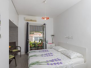 Guest House Bradas-Double Room with Shared Bathroom No3