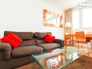 Fully renovated - Metro downstairs - 10min from Paris Center
