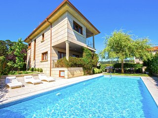 4 bedroom Villa with Pool and WiFi - 5793674