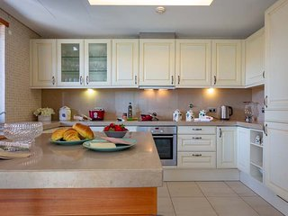 Vale do Lobo Apartment Sleeps 6 with Pool Air Con and WiFi - 5793782