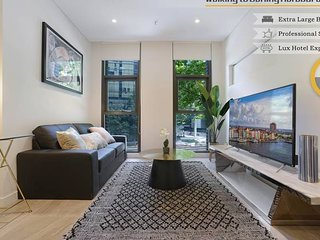 HomeHotel Walking to Darling Harbour,ICC, QVB O