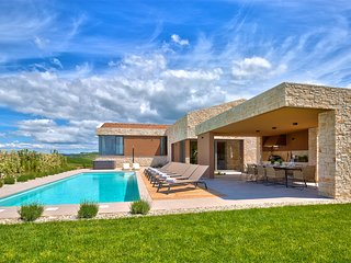 NEW 6 Bedroom Modern Villa with pool