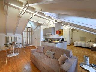 ALBACENTRO, presente Orchidea, moderno e spazioso attico fornito di 2 bagni