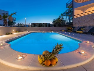 Villa Seaview with  heated pool- Apartment Luxury Oasis