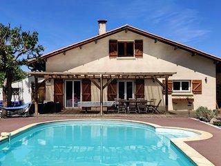 Villa familiale idéalement placée sur le bassin d'arcachon avec piscine chauffée