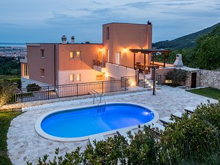 Luxury Villa Solin with 2 swimming-pools for 12 people