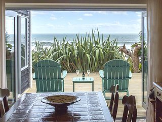 CHESTER COTTAGE - BEACHFRONT LUXURY
