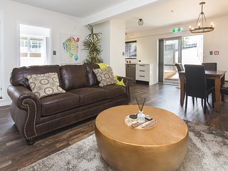 CHIC IN THE CITY- BRAND NEW APARTMENT