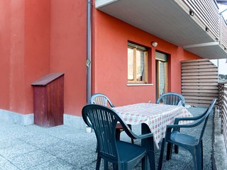 1 bedroom Apartment with Walk to Shops - 5793840