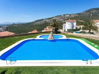 2 bedroom Apartment with Pool, WiFi and Walk to Shops - 5793891