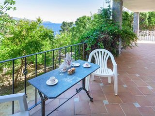 3 bedroom Apartment with Walk to Beach & Shops - 5793683