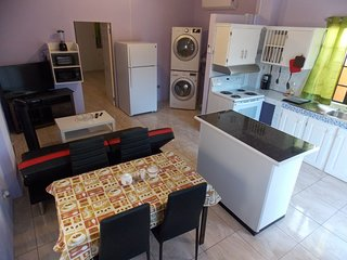Stewart Hotel Apt - Trincity, Airport, Washer, Dryer, Movies, Premium TV, Office