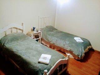 Habitacion con 2 camas en estrategico lugar de la Ciudad de Mendoza