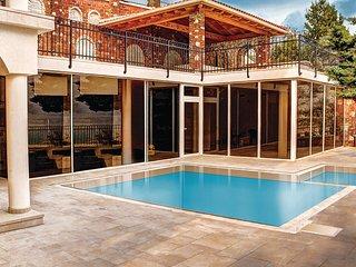 Beautiful apartment in Novi Vinodolski w/ Outdoor swimming pool, WiFi and 2 Bedr