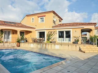 Stunning home in Saint-Gilles w/ WiFi, 5 Bedrooms and Outdoor swimming pool