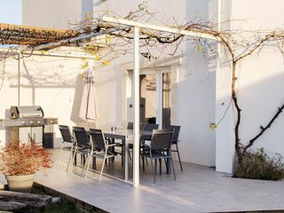 Amazing home in Albaron Arles w/ WiFi and 4 Bedrooms