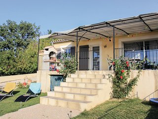 Awesome home in Malaucene w/ WiFi and 3 Bedrooms