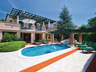 Stunning home in Porec w/ Outdoor swimming pool, WiFi and 7 Bedrooms