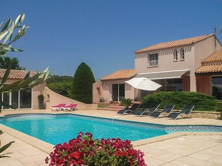 Stunning home in Creissan w/ WiFi, Outdoor swimming pool and 3 Bedrooms