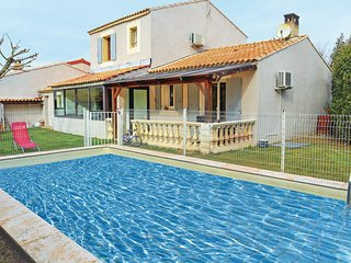 Nice home in Caumont sur Durance w/ Outdoor swimming pool, WiFi and 3 Bedrooms