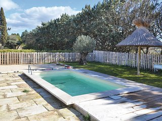 Awesome apartment in Beaucaire w/ WiFi, Outdoor swimming pool and 1 Bedrooms