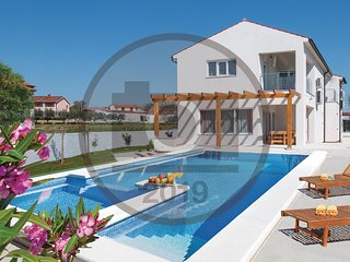 Beautiful home in Marcana w/ Outdoor swimming pool, WiFi and 5 Bedrooms